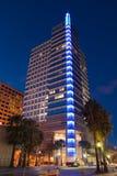 Edificio de oficinas en la noche Fotografía de archivo libre de regalías