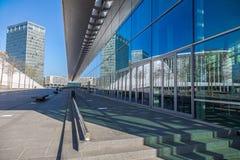 Edificio de oficinas en Luxemburgo con la reflexión Imagen de archivo