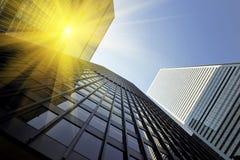 Edificio de oficinas en un día soleado Fotografía de archivo