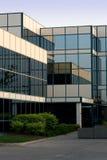 Edificio de oficinas en vidrio Foto de archivo libre de regalías