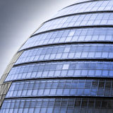 Edificio de oficinas futurista Imagenes de archivo