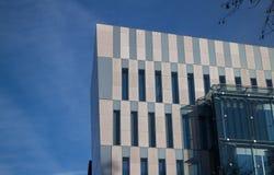 Edificio de oficinas futurista Imagen de archivo libre de regalías