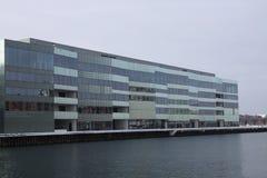 Edificio de oficinas grande Imagen de archivo libre de regalías