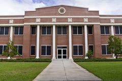Edificio de oficinas horizontal Imagenes de archivo