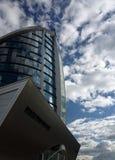 Edificio de oficinas moderno imagen de archivo libre de regalías