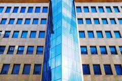 Edificio de oficinas moderno Foto de archivo