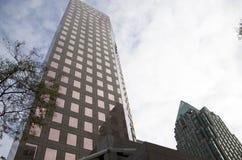 Edificio de oficinas moderno Fotos de archivo libres de regalías