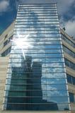 Edificio de oficinas moderno fotografía de archivo libre de regalías