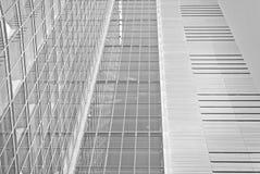 Edificio de oficinas moderno con la fachada del vidrio Rebecca 36 ilustración del vector