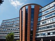 Edificio de oficinas moderno corporativo Foto de archivo libre de regalías
