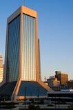 Edificio de oficinas moderno de la mañana Imagen de archivo libre de regalías