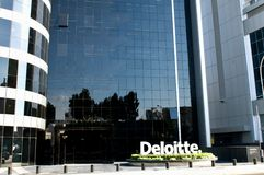 Edificio de oficinas moderno Deloitte en Nicosia - Chipre Fotos de archivo