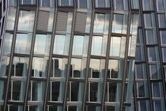 Edificio de oficinas moderno en Hamburgo Fotos de archivo