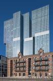 Edificio de oficinas moderno en Kop van Zuid, Rotterdam, Países Bajos Fotografía de archivo