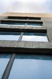 Edificio de oficinas que mira para arriba Imagenes de archivo