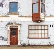 Edificio de oficinas viejo Imágenes de archivo libres de regalías