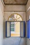 Edificio de oficinas viejo vacío - opiniones de Punda Curaçao Imagen de archivo libre de regalías