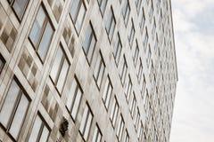 Edificio de oficinas Windows Imágenes de archivo libres de regalías