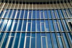 Edificio de oficinas Windows Foto de archivo libre de regalías