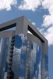 Edificio de oficinas y cielo Foto de archivo