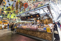 Edificio de Pasillo del mercado de Rotterdam fotos de archivo
