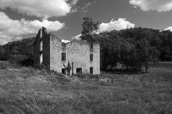 Edificio de piedra del abandono Foto de archivo libre de regalías