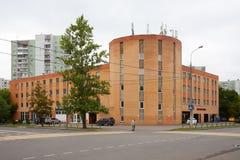 Edificio de servicio del coche en la calle 24 de Belozerskaya 07 2018 Foto de archivo