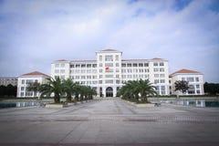 Edificio de una universidad Imágenes de archivo libres de regalías