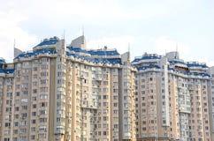 Edificio de varios pisos Fotografía de archivo