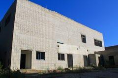 Edificio de varios pisos abandonado en Ucrania Imagen de archivo libre de regalías