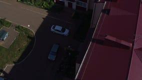 Edificio de varios pisos con Red Roof en Chistopol almacen de metraje de vídeo