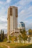 Edificio de varios pisos listo para utilizar fotografía de archivo libre de regalías