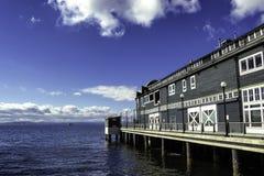 Edificio del acuario en un embarcadero en Seattle, Washington imagen de archivo libre de regalías