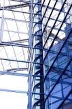 Edificio del asunto en fondo del cielo azul Imagen de archivo