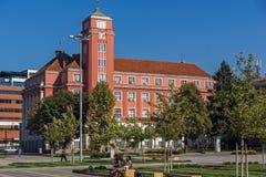 Edificio del ayuntamiento en el centro de la ciudad de Pleven, Bulgaria imagenes de archivo