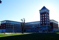 Edificio del campus imagenes de archivo