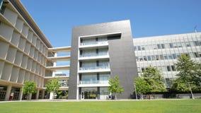 Edificio del campus de las ciencias de la salud de la Universidad de California del Sur metrajes