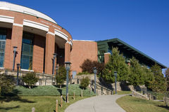 Edificio del campus universitario Fotos de archivo libres de regalías