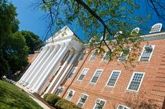 Edificio del campus universitario fotos de archivo