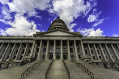Edificio del capitol del estado de Utah en Salt Lake City con clo hermosos Foto de archivo libre de regalías