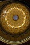 Edificio del capitolio del estado de California que mira para arriba el interior de la Rotonda Imagen de archivo