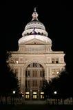 Edificio del capitolio del estado en la noche en Austin céntrica, Tejas Foto de archivo