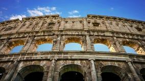 Edificio del Colosseum en el cierre de Roma para arriba almacen de metraje de vídeo