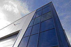 Edificio del diseño moderno fotos de archivo