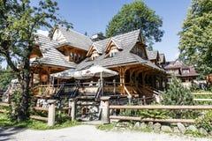 Edificio del estilo de Zakopane del restaurante regional Foto de archivo libre de regalías
