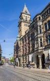 Edificio del gobierno en una calle cobblestoned en Bremen fotografía de archivo libre de regalías
