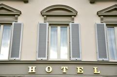 Edificio del hotel en Italia Imagen de archivo libre de regalías