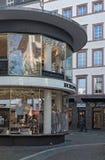 Edificio del negocio en el gran Bockenheimer Straße, Francfort, Alemania Fotos de archivo