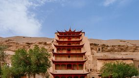 Edificio del Nueve-nivel en las cuevas de Mogao en Dunhuang, Gansu, China foto de archivo libre de regalías