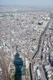 Edificio del paisaje urbano de Japón Tokio con la antena de la sombra de la torre del skytree Imagen de archivo libre de regalías